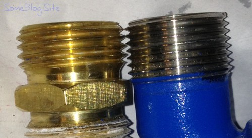 photo of GHT and NPT threads on a pipe fitting connector, comparison of thread pitch