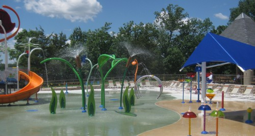 photo of the water features at Blue Heron Bay splash park at Independence Lake