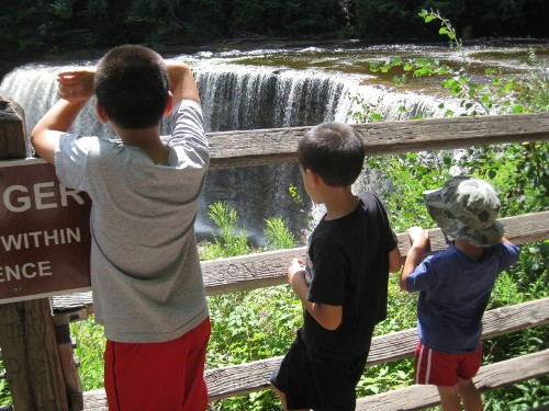 children looking at the upper Tahquamenon Falls