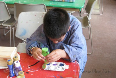 picture of a child filling a paint tray