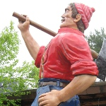 picture of the statue at Paul Bunyan's Cook Shanty