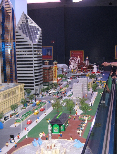 picture of the scale city of Chicago in the Schaumburg Legoland Discovery Center