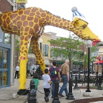 picture of the giraffe outside the Schaumburg Legloand Discovery Center