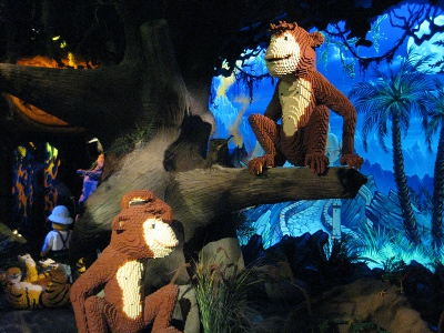 picture of the monkeys in the Schaumburg Legoland Discovery Center
