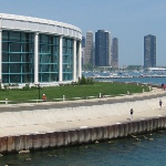 picture of the outside of Shedd Aquarium next to Lake Michigan