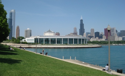 photo of Shedd Aquarium in the foreground and the Chicago skyline in the background