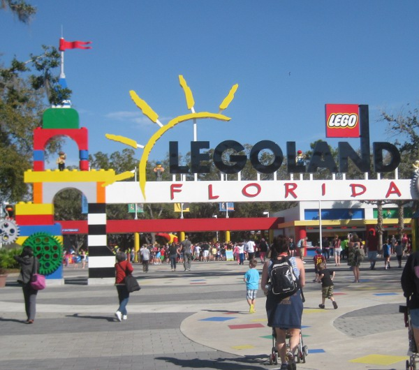 photo of the entrance to Legoland in Orlando, FL