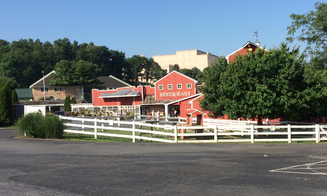 photo of the Hershey Farm Inn grounds near Lancaster, PA