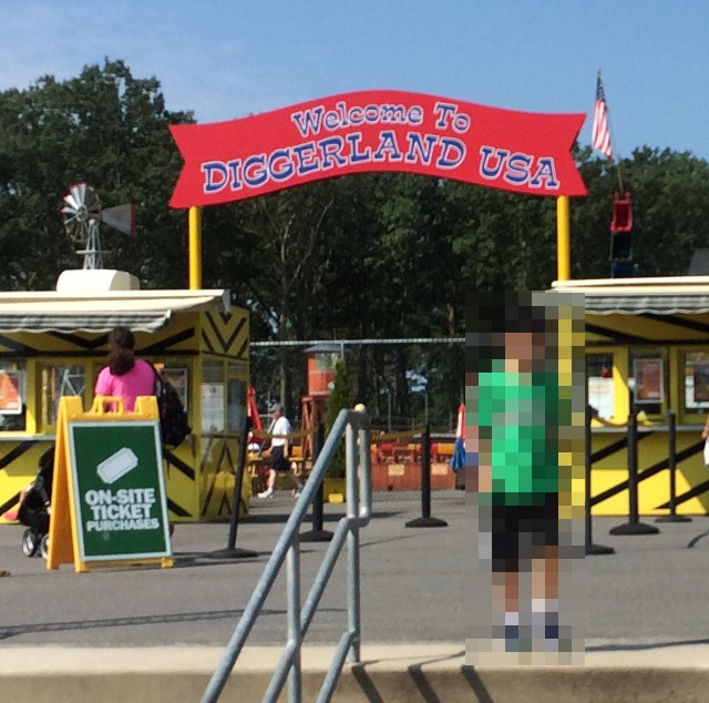 photo of the entrance to Diggerland USA